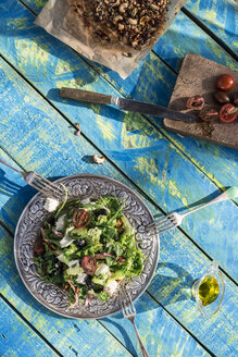 Greek salad with arugula, cheece, olives, tomatoes, cucumber, onion and caramelized nuts - DEGF000729