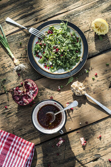 Green salad with pomegranate, manna croup, spring onion, pomegranate dressing - DEGF000768