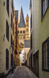 Germany, Cologne, view through alley with Gross Sankt Martin in the background - TAMF000427
