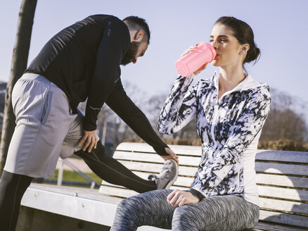 Germany, Cologne, Young couple worming up for workout - MADF000871