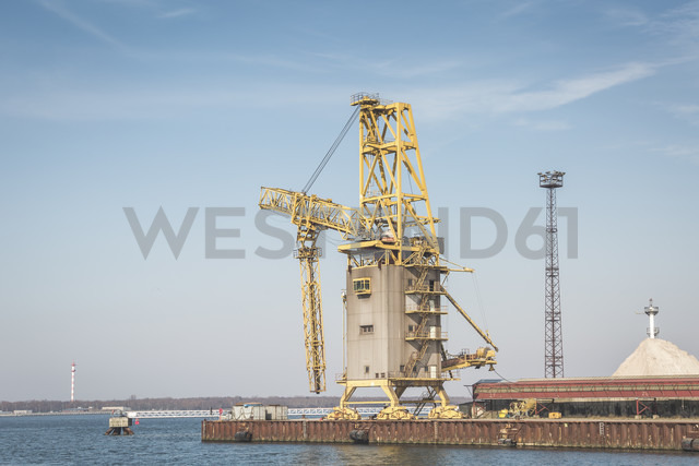 Germany, Warnemuende, Baltic Sea, Harbour Rostock Port, crane - ASCF000551