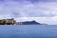 USA, Hawaii, Honolulu, Waikiki Bay with high-rising buildings and volcano Diamond Head - BRF001273