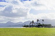 USA, Hawaii, Kualoa Regional Park, View from Kualoa Point to Waiahole Beach Park - BRF001288