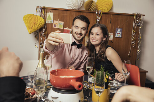 Friends taking selfies with smart phone on New Year's Eve - MFF002935