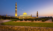 Oman, Muscat, Sultan Qaboos Grand Mosque in the evening - AMF004813