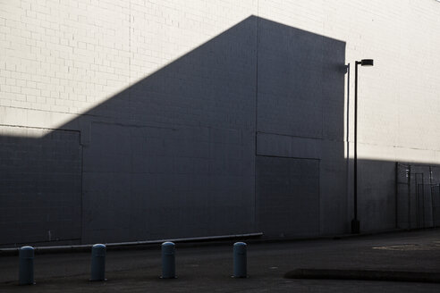 Canada, Vancouver, wall with shadow which looks like a house - NGF000316