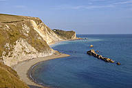 England, Jurassic Coast, Man of War Bay, Beach with chalk cliffs - RUEF001688