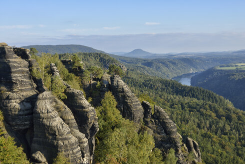 Germany, Saxony, Saxon Switzerland National Park, View from the Schrammsteine viewpoint, Elbe Sandstone Mountains - RUEF001691