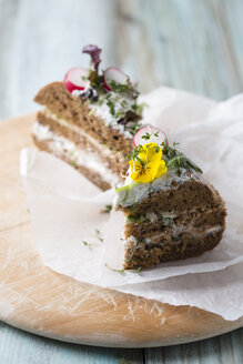 Layered bread cake with cream cheese, red radishes and edible flowers - MYF001440