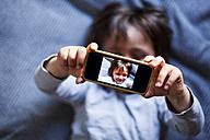 Little boy taking selfie with smartphone - VABF000404
