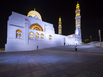 Oman, Muscat, Mohammed Al Ameen Mosque at night - AMF004820