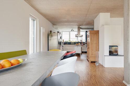 Empty residential interior - RHF001472
