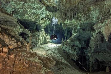 Mexico, Yucatan, Tulum, cave diver in the system Dos Pisos - YRF000093