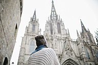 Spain, Barcelona, tourist at Barcelona Cathedral - JRFF000528