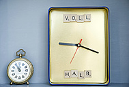DIY clock made of box and alarm clock - GISF000208
