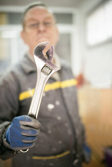 Senior man holding pliers - EPF000054