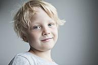 Portrait of smiling little blond boy - RBF004255