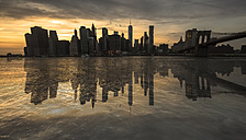 USA, New York, View from Brooklyn to Manhattan at sunset - FCF000876