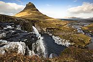 Iceland, Snaefellsnes peninsula, Grundafjoerdur, Kirkjufell, waterfall - FCF000908