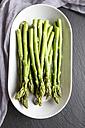 Platter with mini organic green asparagus - SARF002680