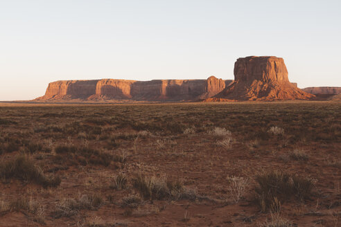 USA, Utah, Monument Valley in the evening - GIOF000855