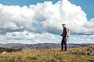 Peru, Cusco, hiking man with  camera and backpack - GEMF000852