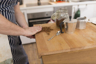 Man preparing espresso in the kitchen - BOYF000258