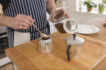 Man preparing espresso in the kitchen, partial view - BOYF000261