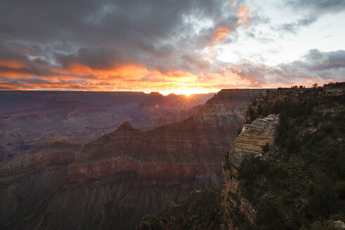 USA, Arizona, View of Grand Canyon National Park at sunrise - EPF000070