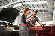 Mechanics working in workshop, reparing car - JASF000662