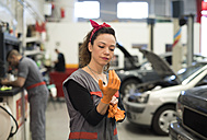 Mechanic woman ready for working in workshop - JASF000665
