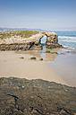 Spain, Ribadeo, Playa de Las Catedrales, rock arch on beach - EPF000078