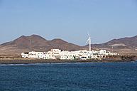 Spain, Canary Islands, Fuerteventura, El Puertito de la Cruz, Las Talahijas mountain in the background - WWF003961