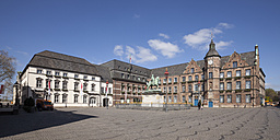 Germany, Duesseldorf, view to city hall at market square with equestrian statue of Jan Wellem - WIF003323