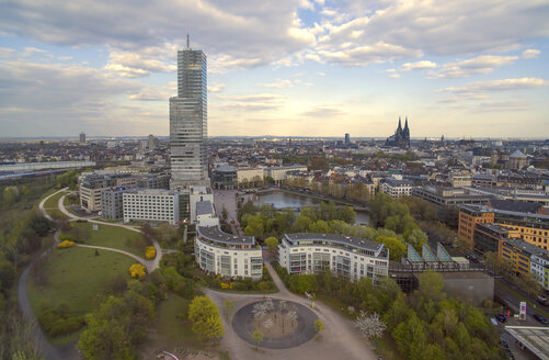 Germany, Cologne, Cityview with Mediapark and Cathedral in the evening - SEEF000001