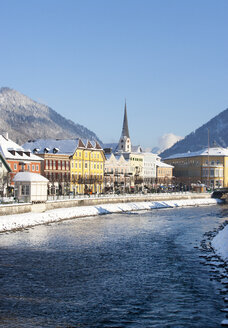 Austria, Bad Ischl, Spa Town, Traun river in winter - WWF003985