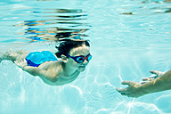 Young boy diving to mother, under water, swimming pool - ZOCF000066