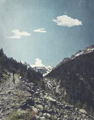 Italy, Lombardy, Chiareggio in Valmalenco, hiking trail - DWIF000720