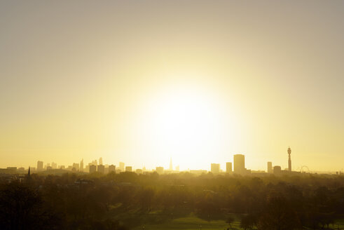 UK, London, skyline as seen from Primrose Hill in backlight - BRF001328