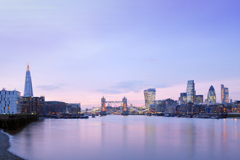 UK, London, skyline with River Thames and Tower Bridge at dawn - BRF001343