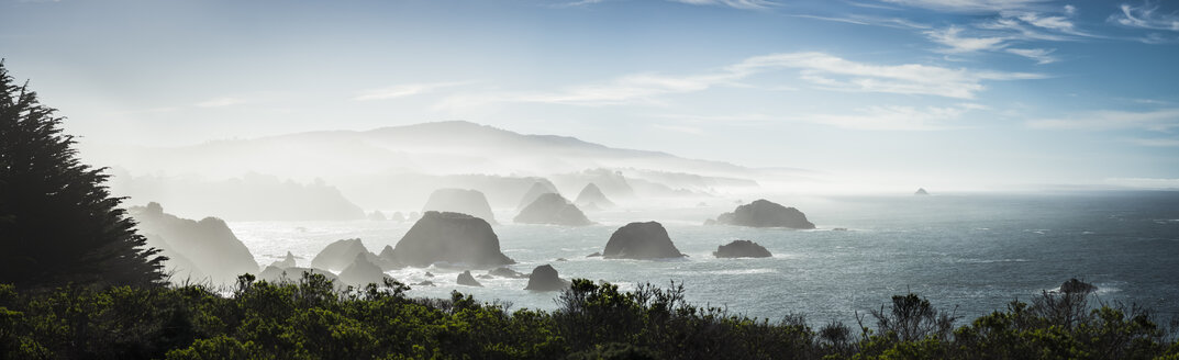 USA, California, rock formations at Highway 1 - STCF000219