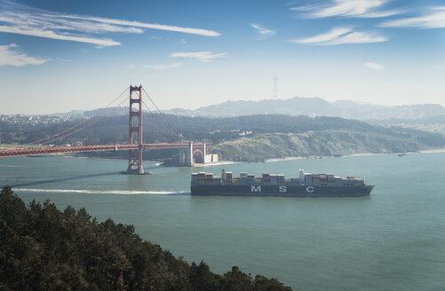 USA, California, San Francisco, container ship at Golden Gate Bridge - STC000225