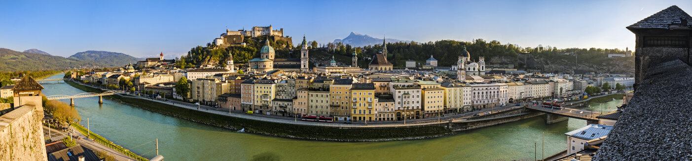 Austria, Salzburg, cityscape with river Salzach - HAMF000183