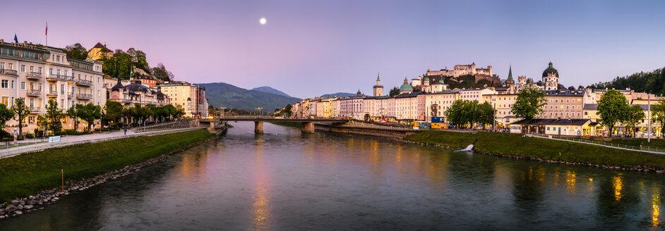 Austria, Salzburg, cityscape with river Salzach - HAMF000186