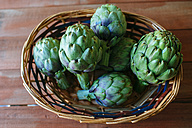 Wickerbasket of artichokes - KIJF000350