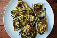 Grilled artichokes served on plate - KIJF000371