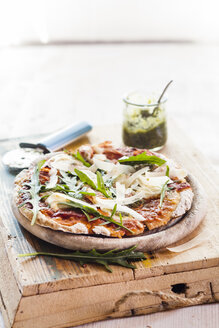 Homemade glutenfree pizza with mozzarella, rocket pesto, parmesan and fresh rocket - SBDF002789