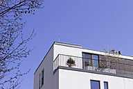 Balcony of modern multi-family house, partial view - CMF000407