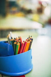 Colour pencils in a penholder - EHF000338