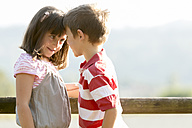 Little boy and girl face to face - ZOCF000112